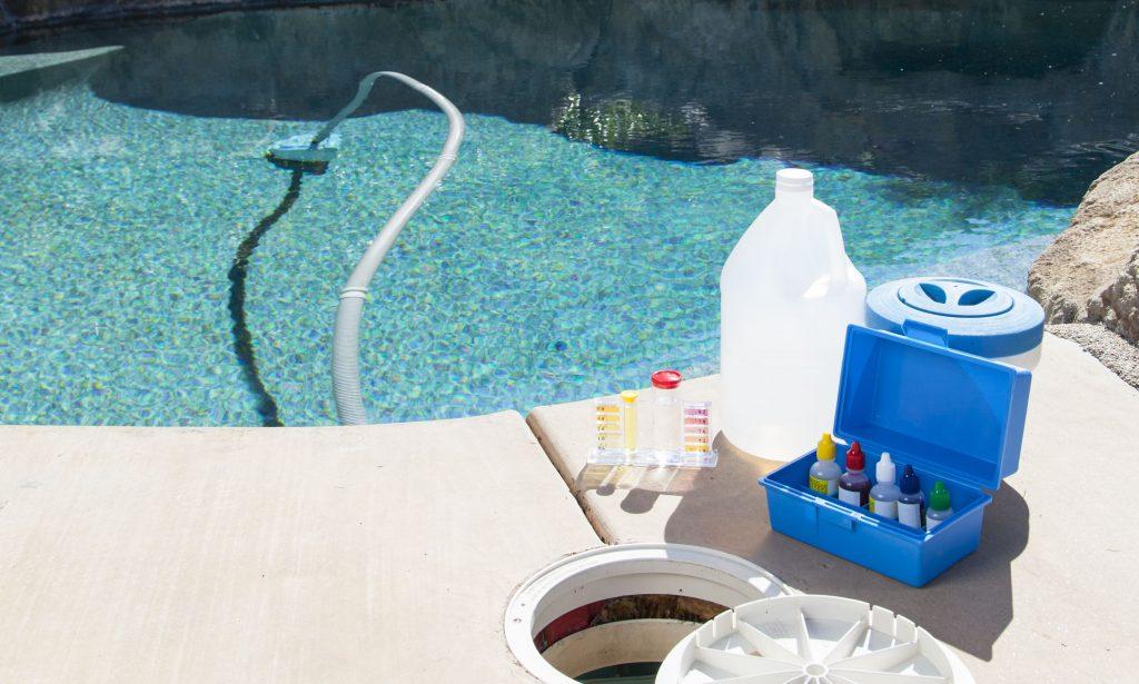 Mantenimiento-de-la-piscina.jpg