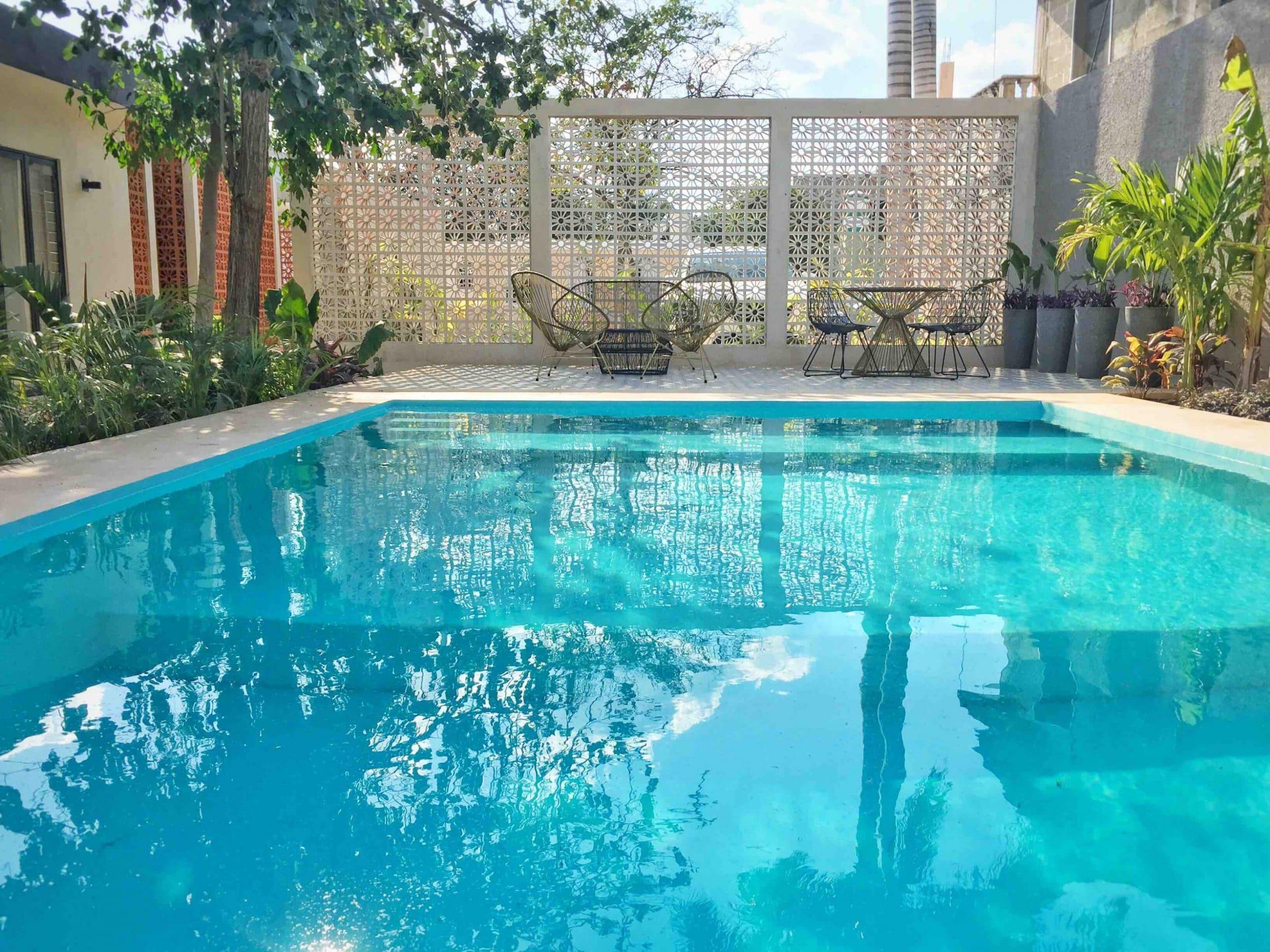 Como-limpiar-una-piscina-verde.jpg